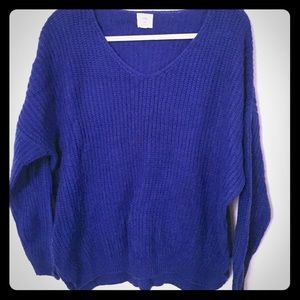 LUNA IVY V-Neck Sweater